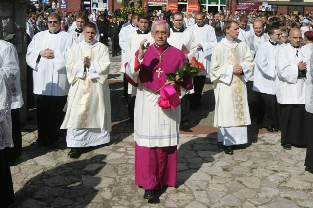 Nominacja abp Skworca na Metropolitę Katowickiego została przez środowisko kościelne przyjęta z  zadowoleniem. W grę wchodziły kandydatury , które nie odnazałyby się  specyfice śląskiego Kościoła.