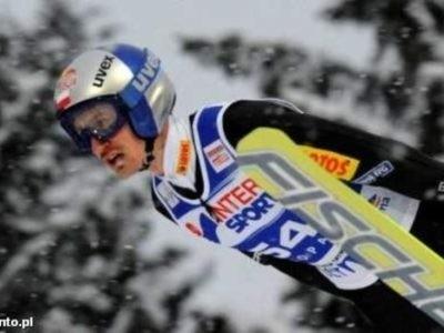 Adam Małysz zajął trzecie miejsce w klasyfikacji generalnej Pucharu Świata w sezonie 2010/2011.