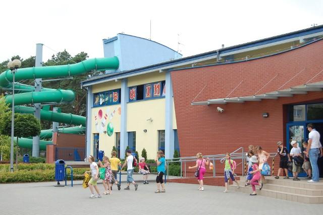 Przez całe wakacje w dni powszednie dzieci z Solca  Kujawskiego z basenu w tej miejscowości korzystać mogą bezpłatnie
