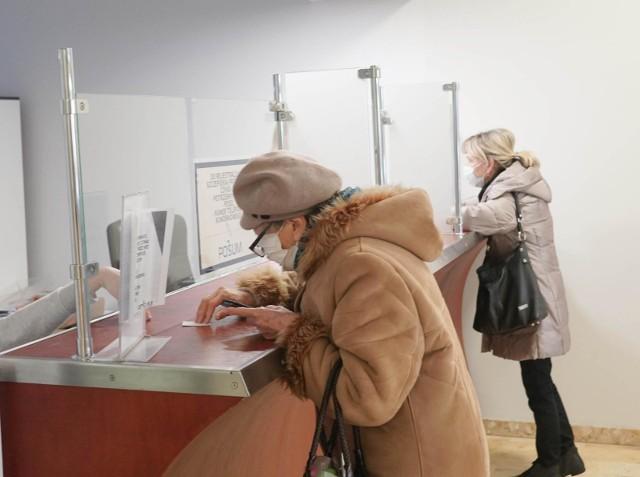 Minister Maląg zapowiedziała, że z pakietu 80 mld zł, które są przeznaczone na realizację programów społecznych, 36 mld zł trafi do emerytów.