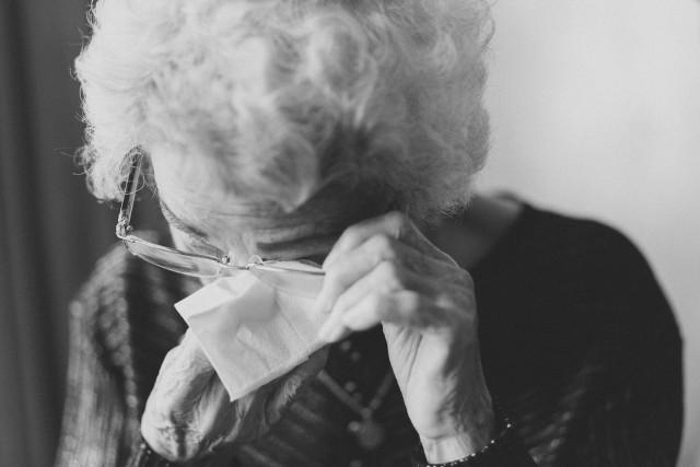 Oszuści zabrali 91-latce  gotówkę i rodzinną biżuterię.