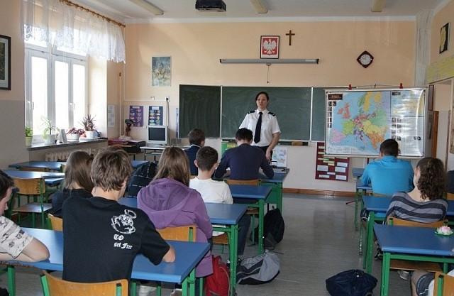 Policja w gimnazjum w Kuźnicy