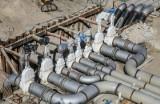 """Tłuszcz: Wyciek ropy naftowej z ropociągu """"Przyjaźń"""" pod Warszawą. Służby opanowały awarię, sprawę bada policja"""