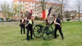 Police. Salwy armatnie w 200. rocznicę zgonu Napoleona. ZDJĘCIA i WIDEO - 5.05.2021