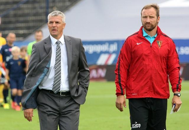Wydaje się, że czas trenera Dariusza Wdowczyka (z lewej) w reprezentacji jeszcze nadejdzie. Z Pogonią Szczecin nie pracuje jeszcze nawet jednego pełnego sezonu. Obok niego jego asystent Maciej Stolarczyk.