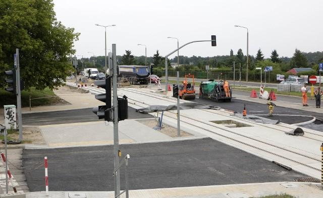 Dobiegają końca prace modernizacyjne sieci tramwajowej przy skrzyżowaniu ulic Chełmińskiej i Kraszewskiego.