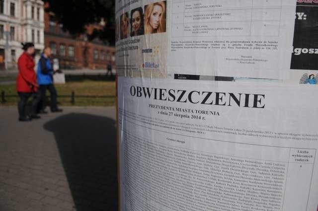 Wywieszenie obwieszczeń wyborczych na ulicach to wymóg zapisany w Kodeksie wyborczym