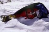 Zwłoki w najwyższych górach świata. To koszmar! Sam Mount Everest pochłonął ponad 200 ofiar. Zwłok leżą na śniegu latami i nikt nie zabiera