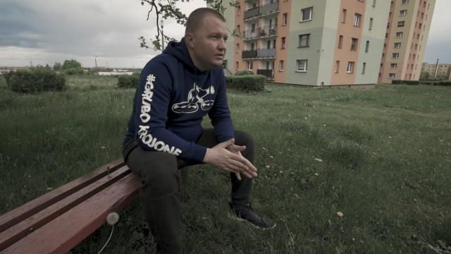 """Marcin Gros rapuje o Bytomiu i regionie. """"Bardzo podoba mi się pisanie tekstów po śląsku"""" Zobacz kolejne zdjęcia. Przesuwaj zdjęcia w prawo - naciśnij strzałkę lub przycisk NASTĘPNE"""
