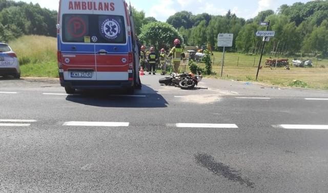 Na skrzyżowaniu ulic Krakowskiej i Zamkowej w Zatorze doszło do zderzenia samochodu osobowego z motocyklem