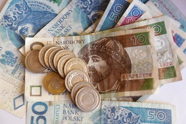 """Płacy minimalnej takiej jak obecnie: 2600 zł brutto w 2021 roku chcą przedsiębiorcy zrzeszeni w """"Lewiatanie""""."""
