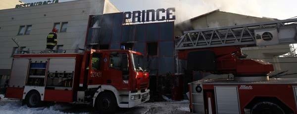 Pożar w nocnym klubie gasiło dzisiaj ponad 80 strażaków. Dogaszanie pogorzeliska zakończyło się dopiero po godz. 13.
