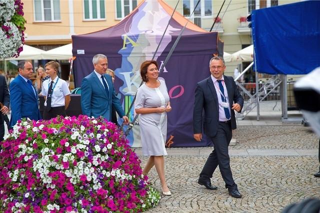 W czwartek nasz region odwiedziła marszałek Sejmu  Małgorzata Kidawa-Błońska (na zdjęciu z posłem PO Robertem Tyszkiewiczem podczas Podlaskiej Oktawy Kultur na Rynku Kościuszki w Białymstoku). Politycy Platformy zapewniają, że nie miało to nic wspólnego z kampanią wyborczą.