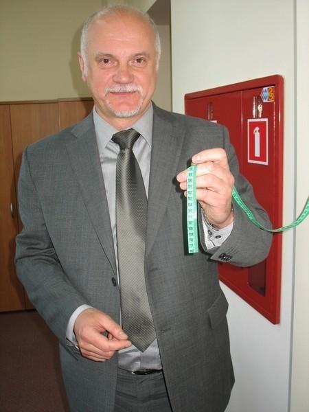 Prof. Eugeniusz Józefowski każdego dnia odcina centymetr, to upływające dni do końca jego rektorskiej kadencji w głogowskiej PWSZ