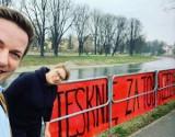 Tęsknię za tobą Czechu! Takie hasła pojawiły się nad Olzą w Cieszynie. Koronawirus znów podzielił dwa miasta