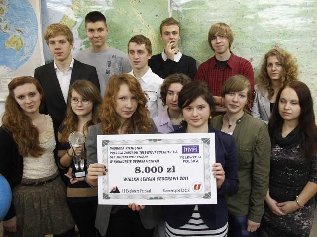 Z Łodzi licealiści przywieźli czeka na osiem tysięcy zł. Pieniądze pójdą na sprzęt do sali geograficznej oraz na sfinansowanie wycieczki.