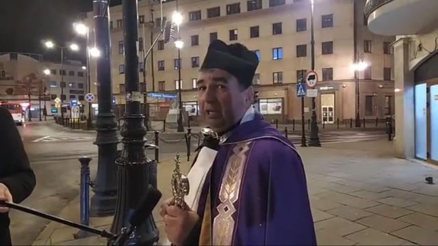 W środę ks. Mirosław Matuszny po raz drugi, i ostatni, przeszedł z samotną procesją ulicami Lublina