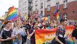 """Marsz Równości w Katowicach """"Mniej złości, więcej miłości"""" z protestem i kontrmanifestacją 7.9.2019"""