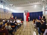 Rozpoczęcie nowego roku szkolnego w wareckim Zespole Szkół. Dyrekcja podziękowała staroście powiatu grójeckiego