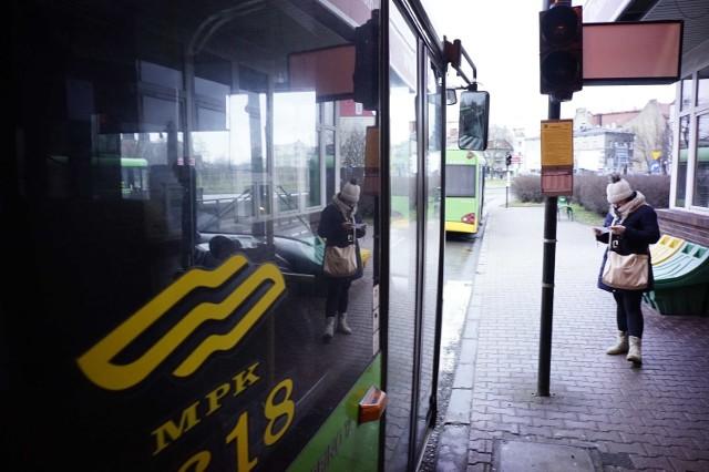 Eksperci od transportu miejskiego uważają, że zbyt pochopna obniżka cen biletów komunikacji miejskiej nie byłaby rozsądną decyzją. Lepiej pochylić się nad systemem taryfowym