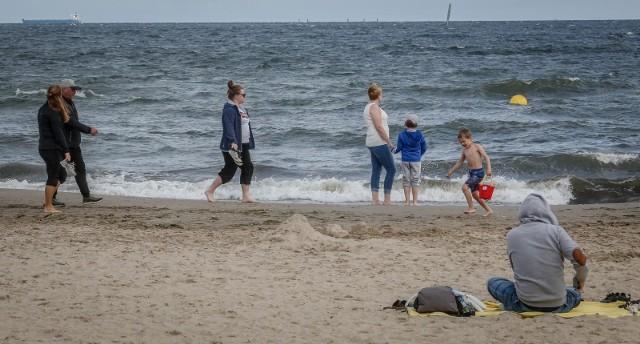 Prezydent Andrzej Duda zapowiedział, że każde dziecko otrzyma w tym roku 500 złotych na wakacje. Wcześniej rząd zapowiadał bon turystyczny w wysokości 1000 zł dla osób zatrudnionych na umowę o pracę. Głównym celem nowego rządowego programu jest wsparcie polskiej branży turystycznej. CZYTAJ WIĘCEJ >>>>
