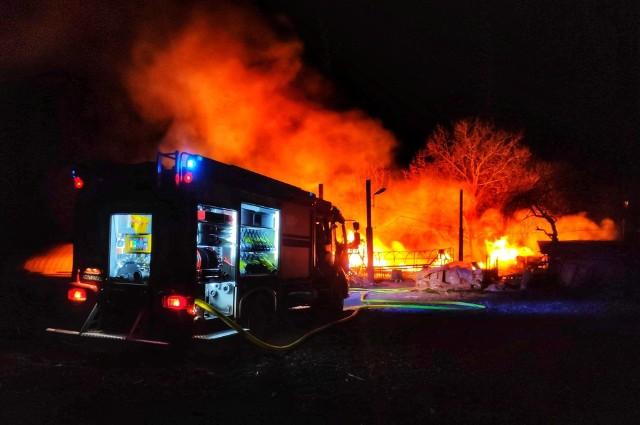 We wtorek w nocy wybuchł pożar w gospodarstwie rolnym w Bolestraszycach pod Przemyślem. Paliły się szklarnie ogrodnicze oraz budynki gospodarcze. Ogień gasiły dwa zastępy strażaków z OSP Bolestraszyce, OSP Wyszatyce i dwa zastępy PSP Przemyśl.