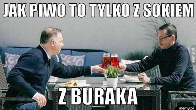 Prezydent Andrzej Duda i premier Mateusz Morawiecki odwiedzili plac budowy przekopu Mierzei Wiślanej, później natomiast, jak prawdziwi dżentelmeni, poszli razem na piwo. Zdjęcia obiegły media społecznościowe. Internauci temat podchwycili i błyskawicznie zaserwowali memy, które komentują spotkanie Dudy i Morawieckiego. Zobacz memy w galerii zdjęć.Kliknij następne >>>