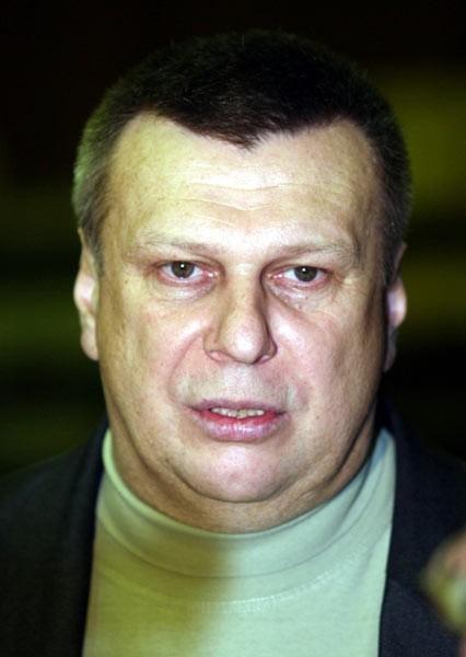 Trener koszykarzy Siarki Tarnobrzeg Zbigniew Pyszniak rozmawiał już z przygnębionymi zawodnikami swojej drużyny.