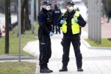 Warszawa: 23-latek chciał zdetonować auto przed komisariatem