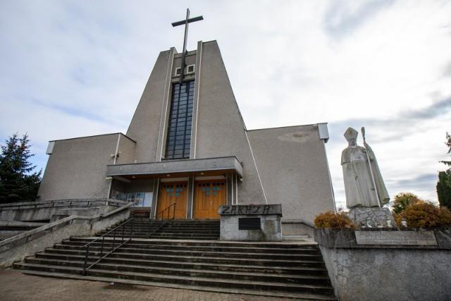 Sondaż: Polacy krytycznie o roli kościoła w życiu publicznym