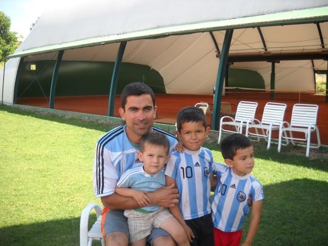 Alejandro Tejerina ma żonę Polkę i trzech synów. Całą rodziną kibicują reprezentacji Argentyny.
