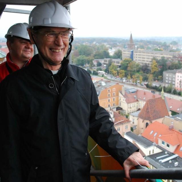 - Pierwszy raz znalazłem się powyżej opolskich dachów i z tej perspektywy miasto jest bardzo piękne - mówił ks. arcybiskup.