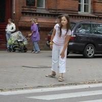 Od poniedziałku przez przejście dla pieszych przy Szkole Podstawowej nr 2 w Ełku Kinga Wiśniewska, czwartoklasistka przechodzić będzie pod opieką osoby dorosłej