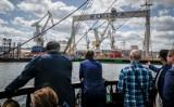 """""""Najdogodniejszym miejscem do budowy portu jest Gdynia"""". Do dzisiaj Port Gdynia zachwyca rozmachem. Zobaczcie jak wygląda życie w Porcie!"""