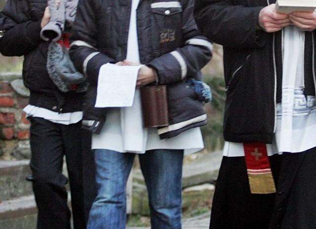 Mężczyźni wyrwali ministrantom puszkę z pieniędzmi. (zdjęcie ilustracyjne)