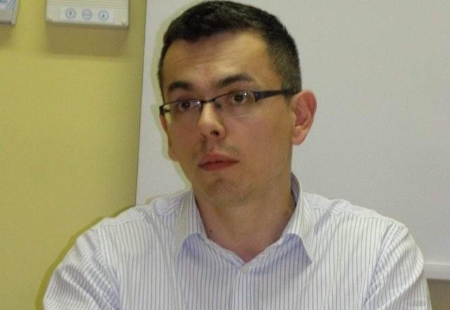 Kamil Kaczmarek niejeden raz zaszedł za skórę samorządowcom, ale czy to powinno mieć wpływ na sposób potraktowania go w ratuszu?