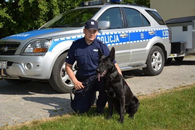 W Komendzie Miejskiej Policji w Tarnobrzegu służbę rozpoczął Lawer, pies patrolowo-tropiący.