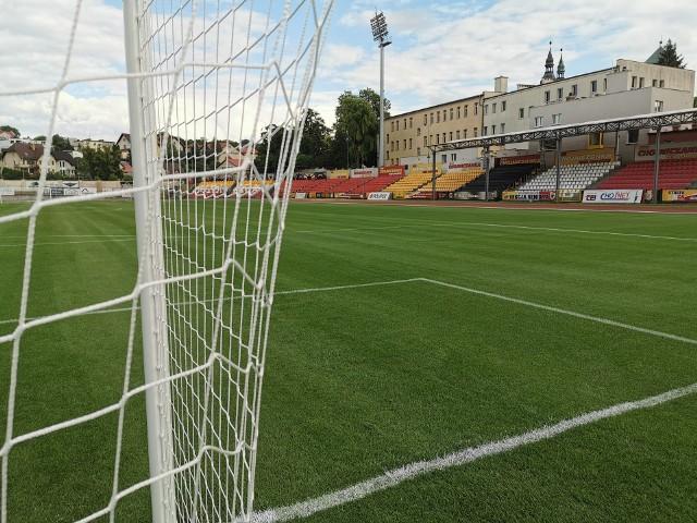 Nowa, podgrzewana murawa stadionu w Chojnicach prezentuje się znakomicie. W piątek Chojniczanka odniosła na niej zwycięstwo nad Sandecją