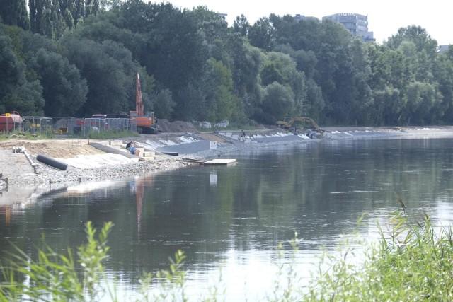 Częste susze oraz brak opadów w ostatnich latach spowodowały, że poziomy rzek w Polsce bardzo mocno się obniżały.