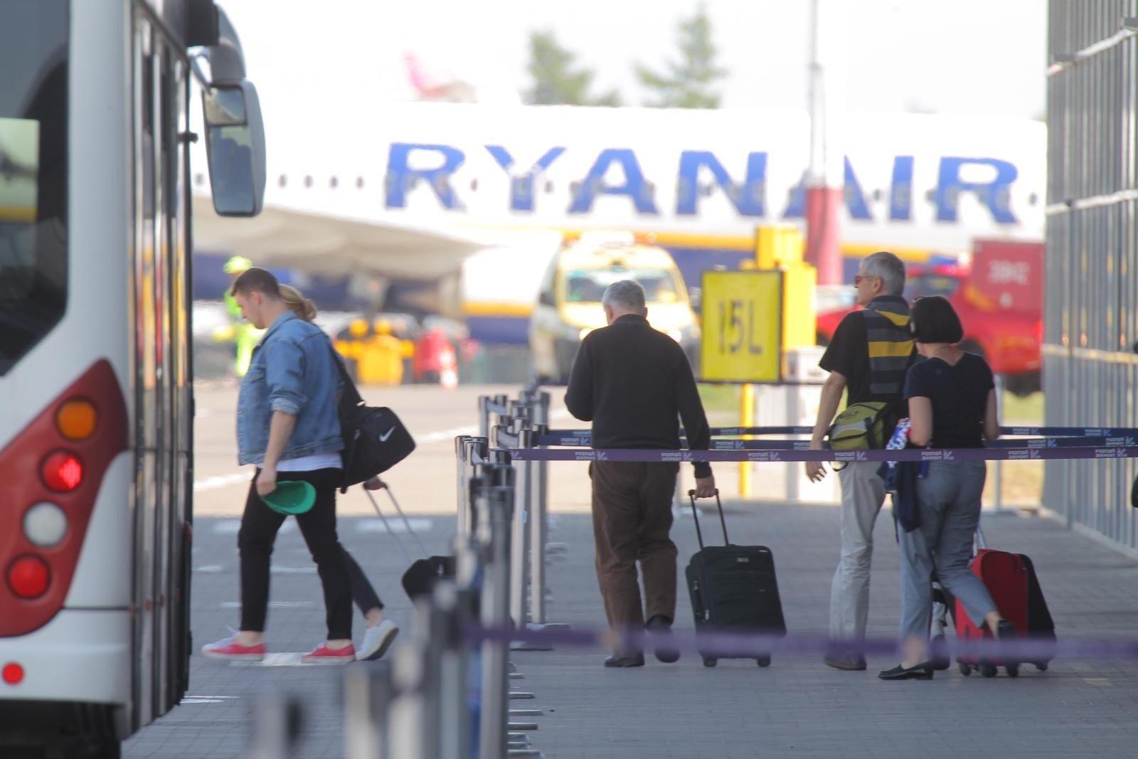 7515f120749f4 Pamiętaj o zmianie opłat w Ryanair za bagaż. Za duży bagaż wnoszony do  samolotu też płacisz!