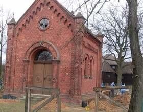 Przedsiębiorcy skrzyknęli się, by pomóc w remoncie zapytkowej kapliczki w Oleśnie.