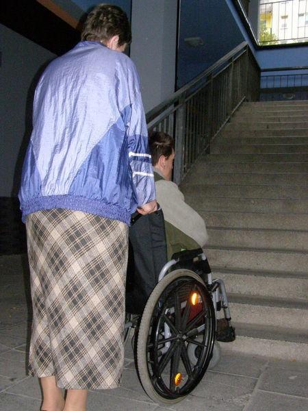 Teraz dostępu do biur i sklepów znajdujących się na piętrze Mogadoru nie mają osoby na wózkach inwalidzkich