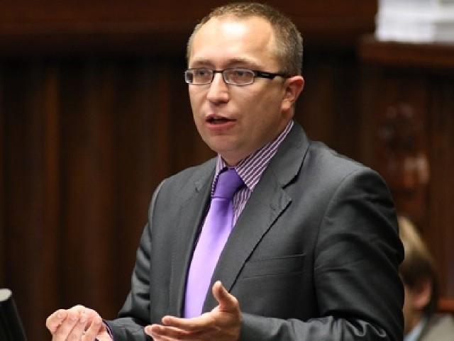 - To absurd - świętokrzyski poseł PO Artur Gierada o likwidacji Gazowni KieleckiejMusimy zrobić wszystko, by przekonać zarząd spółki, że zakład powinien być w Kielcach – mówi Artur Gierada.