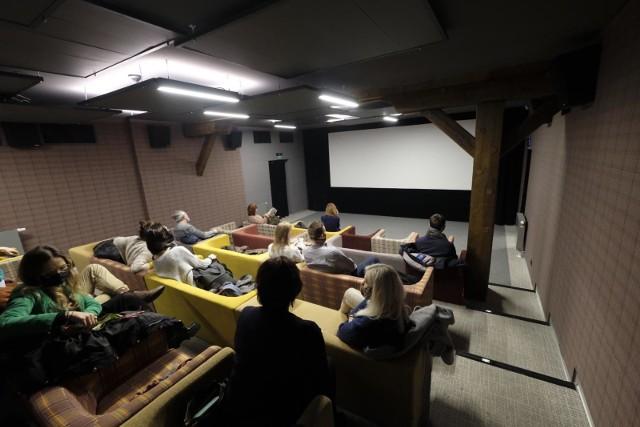 W Poznaniu od 12 lutego otwarte są kina studyjne. Jest ich sześć - Muza, Apollo, Rialto, Bułgarska 19, Charlie Monroe i Kino Pałacowe. W ten weekend przygotowały one ponad 100 seansów dla widzów.Zobacz repertuar kin w Poznaniu na 26-28 lutego ----->