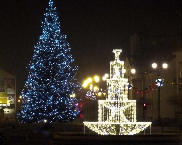 Ozdobą białostockiego rynku jest choinka i zimowa fontanna