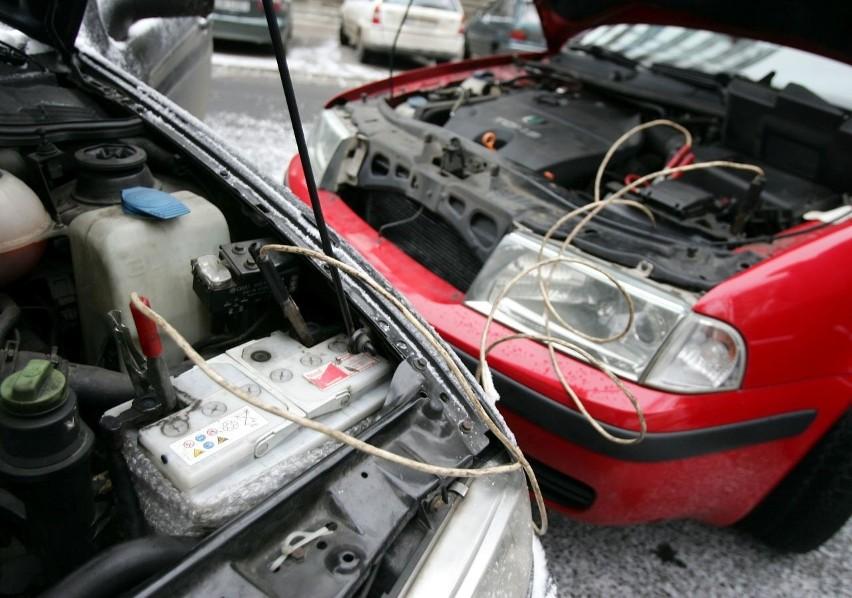 Niejeden akumulator nie wytrzymał wczorajszego mrozu.