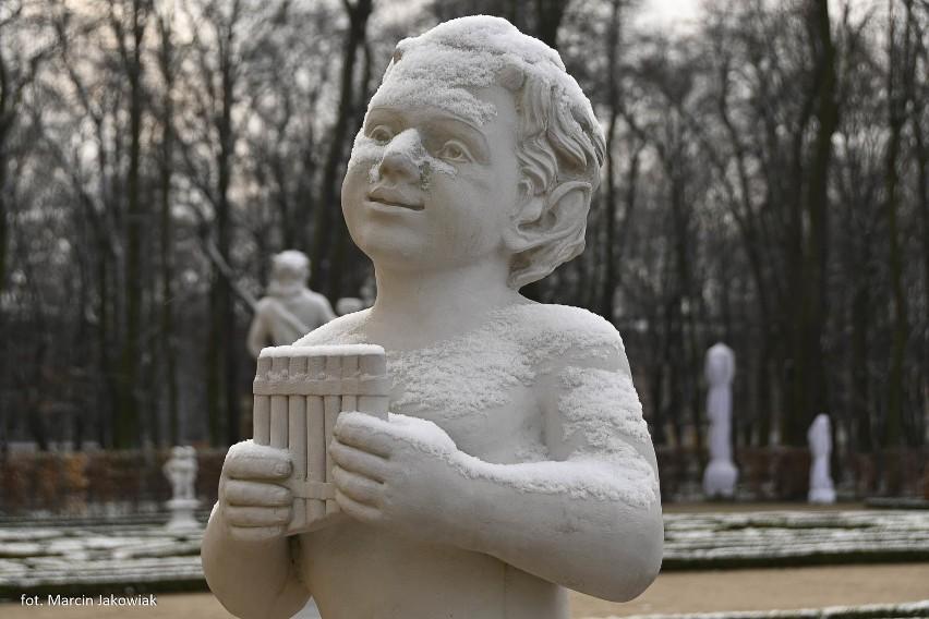 Pałac Branickich. Nowe rzeźby stanęły w fontannach Ogrodu...