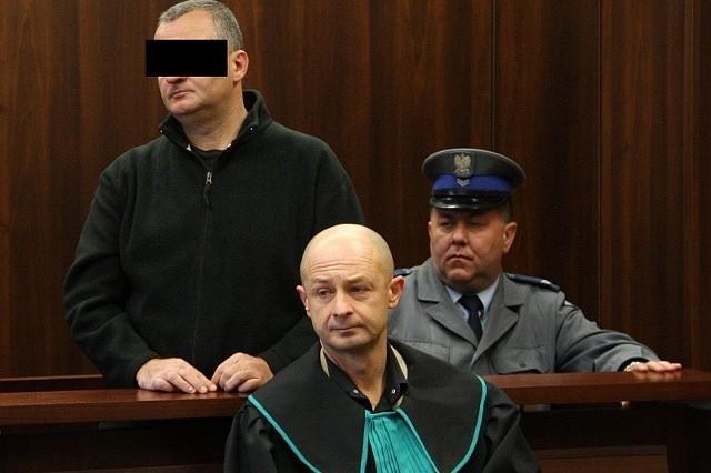 - Przyznaję się do winy, żałuję tego co zrobiłem - mówił w sądzie były prezydent Opola, którego na salę policjanci wprowadzili skutego kajdankami.