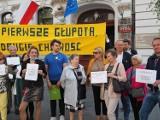 """Mieszkańcy ulicy Harcerskiej w Łodzi protestują przeciw budowie bloków. """"Chciwość i głupota"""""""