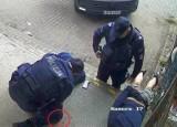 Brutalna interwencja policji na osiedlu Białostoczek. Obaj policjanci usłyszeli już zarzuty dyscyplinarne, sprawę bada też prokuratura WIDEO